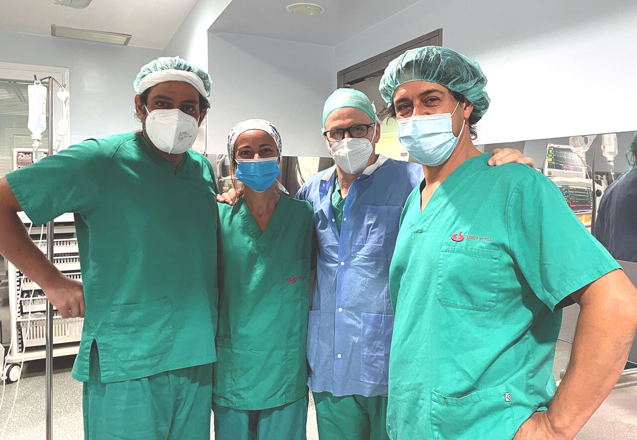 De izquierda a derecha: Dr. Albert Brillas, Sra. Sonia Soler, Dr. Xavier March y Dr. August Corominas.